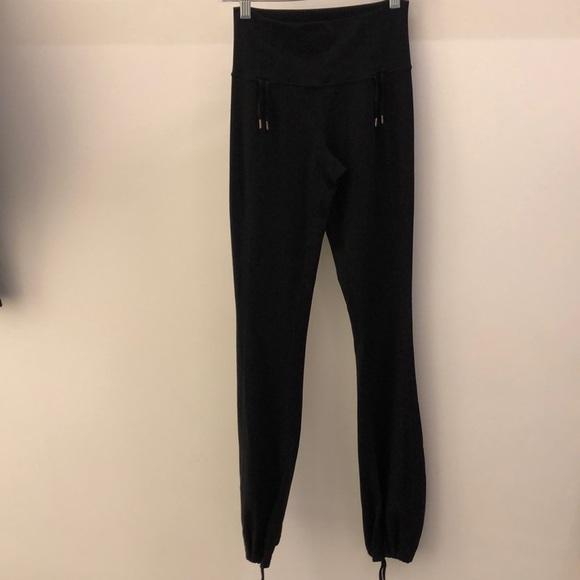 lululemon athletica Pants - Lululemon black pant, sz 4, 66973